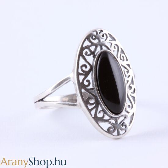 Ezüst gyűrű onixxal